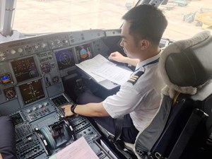 Phi công tập sự 9X tiết lộ lý do bỏ việc công ty tài chính ngân hàng, đợi 1 năm để vào được Bamboo Airways