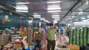 Đột kích vào kho hàng lậu rộng hơn 10.000 m2 doanh thu mỗi tháng hơn 10 tỉ đồng