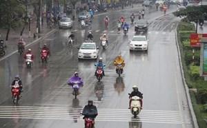 Thủ đô Hà Nội ngày nắng, chiều tối mưa rào và dông rải rác
