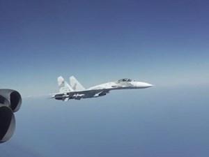 Nga điều 8 máy bay chiến đấu chặn phi đội 'pháo đài bay' B-52 của Mỹ