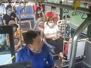 Xác minh kẻ nhổ nước bọt vào nữ phụ xe buýt khi bị nhắc đeo khẩu trang