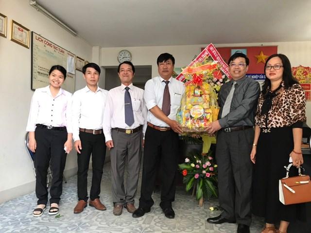Lãnh đạo TP Nha Trang thăm và chúc mừng cán bộ, phóng viên, biên tập viên Văn phòng Báo Đại Đoàn Kết tại TP Nha Trang.