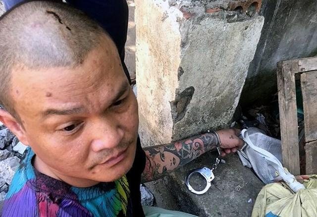 Tạ Văn Hải chỉ nơi cất giấu khẩu súng sau khi gây án.