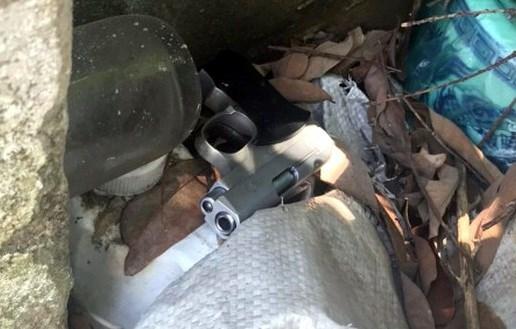 Khẩu súng Tạ Văn Hải khai là nhặt được ở bãi đất khi đi vệ sinh.