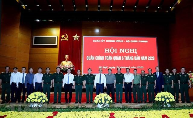 Thủ tướng Nguyễn Xuân Phúc với các đại biểu. Ảnh: TTXVN.