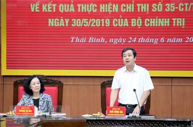 Ông Ngô Đông Hải, Bí thư Tỉnh ủy Thái Bình báo cáo đoàn công tác về việc thực hiện Chỉ thị 35. (Ảnh: TTXVN).