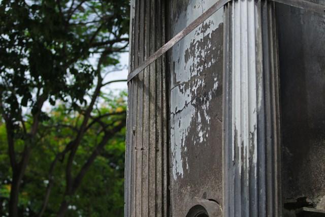 Ảnh: Đài phun nước cổ nhất Hà Nội đeo đai chống sập  - Ảnh 3
