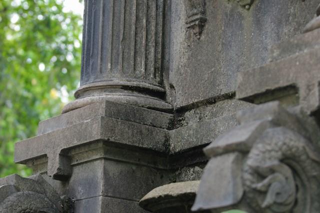 Ảnh: Đài phun nước cổ nhất Hà Nội đeo đai chống sập  - Ảnh 5