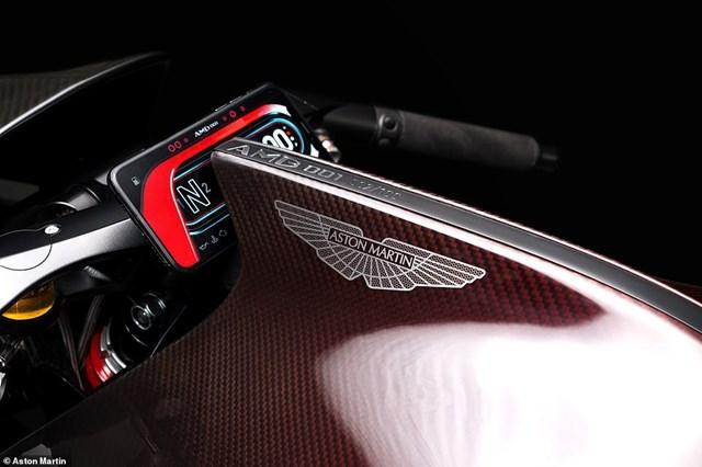 Siêu mô-tô đầu tiên của Aston Martin xuất hiện trên đường thử  - Ảnh 7