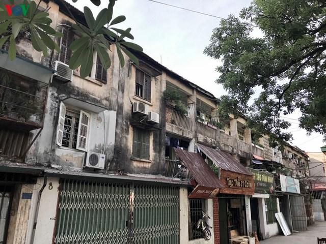 Vào những năm 1970, khu nhà được xây dựng dành cho công nhân viên chức. Lúc bấy giờ, cả Hà Nội chủ yếu là nhà cấp 4, nơi đây được đặt tên là khu tập thể cao tầng.