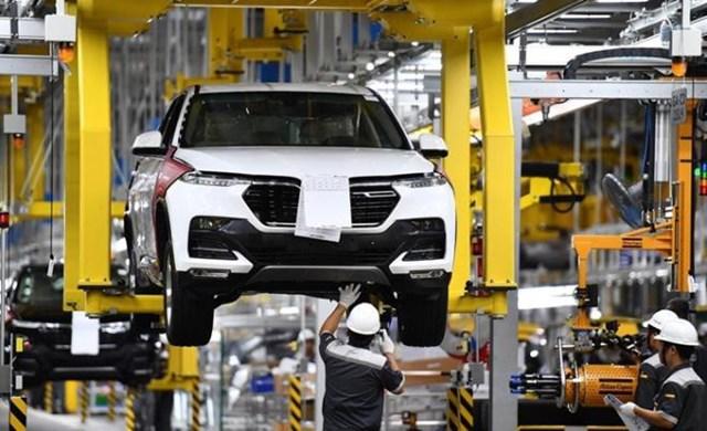 Từ ngày 28/6,khách hàng mua xe ô tô sản xuất, lắp ráp trong nước sẽ được giảm 50% lệ phí trước bạ.