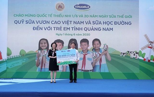 Quỹ sữa Vươn cao Việt Nam vàVinamilktrao tặng 1.200 ly sữa cho trẻ em Hà Nội - Ảnh 4