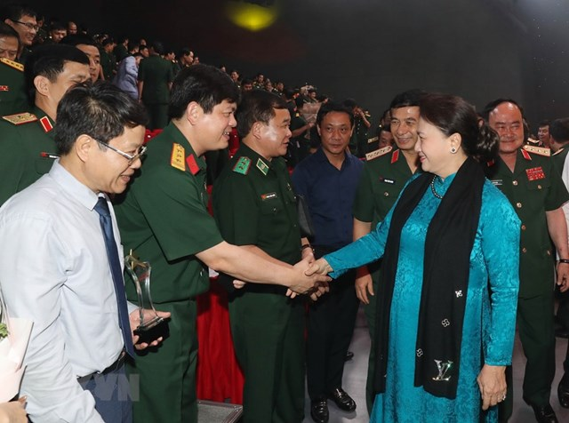 Chủ tịch Quốc hội Nguyễn Thị Kim Ngân với các đại biểu dự chương trình. Ảnh: TTXVN.