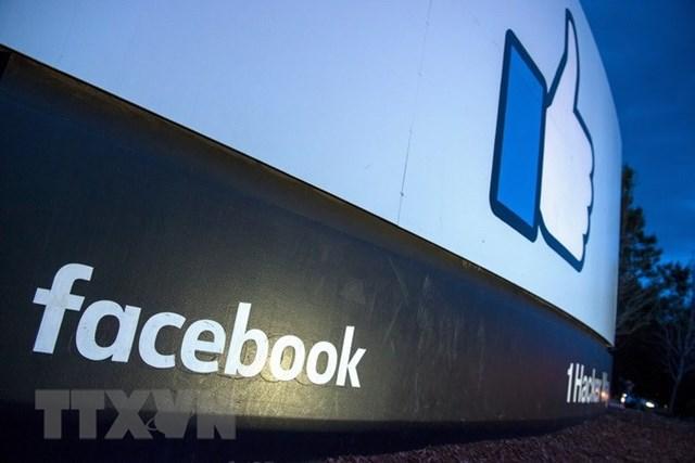 Biểu tượng Facebook tại trụ sở ở Menlo Park, California, Mỹ. (Ảnh: AFP/TTXVN).