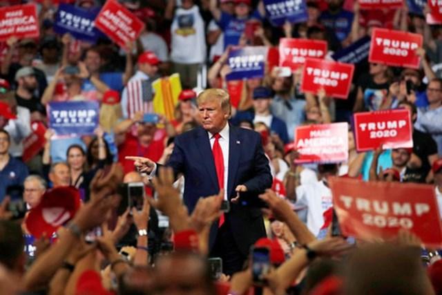 Ông Donald Trump vận động tái tranh cử tại sân vận động thành phố Orlando.
