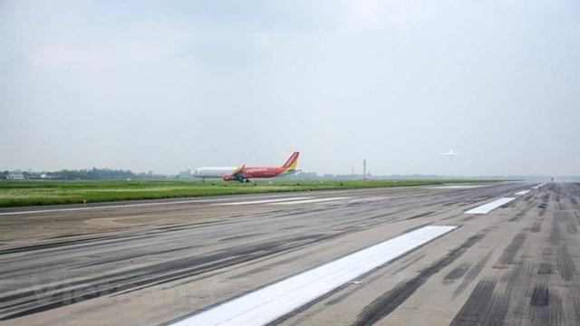 Một đường cất hạ cánh sân bay quốc tế Nội Bài sẽ được đóng để cải tạo, nâng cấp sửa chữa những hư hỏng. (Ảnh: Việt Hùng/Vietnam+).