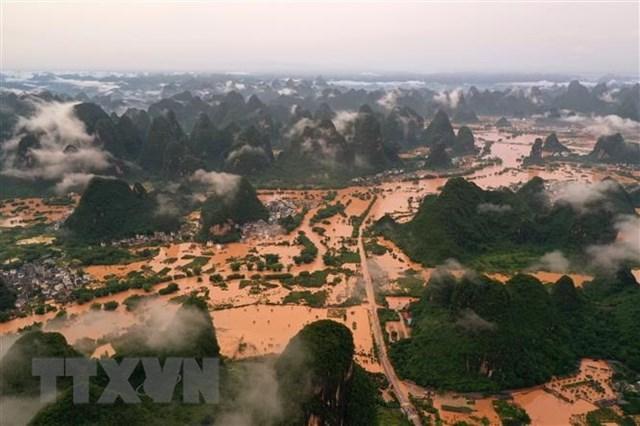 Cảnh ngập lụt tại Khu tự trị dân tộc Choang Quảng Tây, Trung Quốc ngày 7/6/2020. Ảnh: THX/TTXVN.