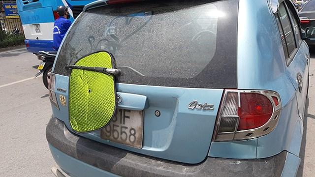 [ẢNH] Nhiều taxi, xe máy dùng chiêu trò che biển số tránh 'phạt nguội' - Ảnh 5
