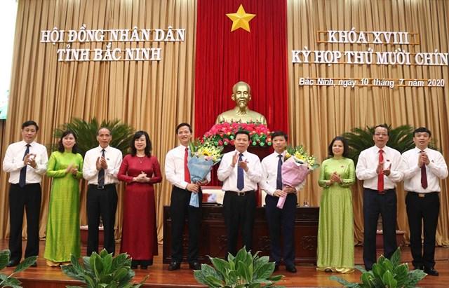 Bắc Ninh đã bầu bổ sung hai Phó Chủ tịch UBND tỉnh nhiệm kỳ 2016-2021 là ông Vương Quốc Tuấn và ông Đào Quang Khải. Ảnh: TTXVN.