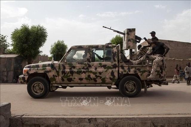 Binh sĩ Nigeria tuần tra tại thị trấn Banki, đông bắc Nigeria. Ảnh (tư liệu): AFP/TTXVN.