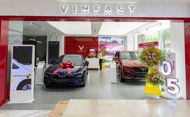 VinFast đồng loạt khai trương 27 showroom mới trên toàn quốc - Ảnh 1