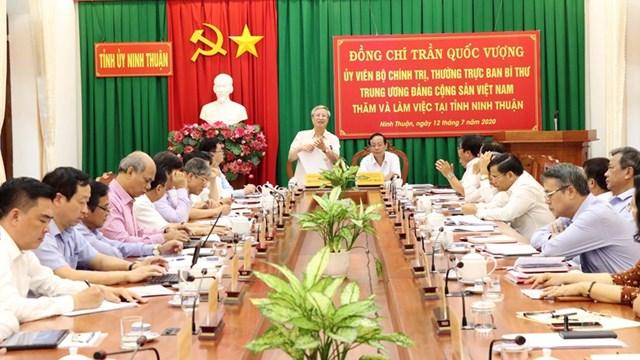 Thường trực Ban Bí thư Trần Quốc Vượng phát biểu tại buổi làm việc với Ban Thường vụ Tỉnh ủy Ninh Thuận. Ảnh: TTXVN.