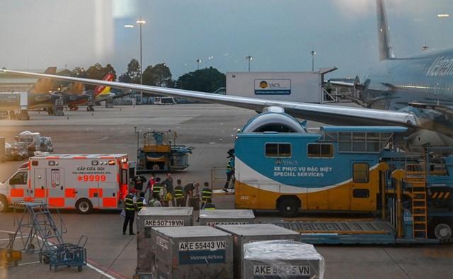 Chuyến bay do Vietnam Airlines khai thác đã đưa bệnh nhân 91 về Anh và đón 340 người Việt hồi hương an toàn.