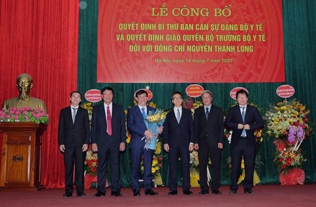Trao quyết định giao quyền Bộ trưởng Bộ Y tế cho GS.TS Nguyễn Thanh Long - Ảnh 1