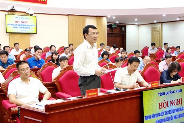 Lãnh đạo huyện Vân Đồn phát biểu tại hội nghị.