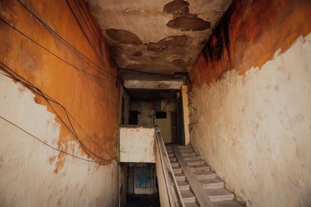 Việc cải tạo chung cư cũ đang là vấn đề cấp bách nhưng không dễ thực hiện. Ảnh: Vũ Đức Anh.