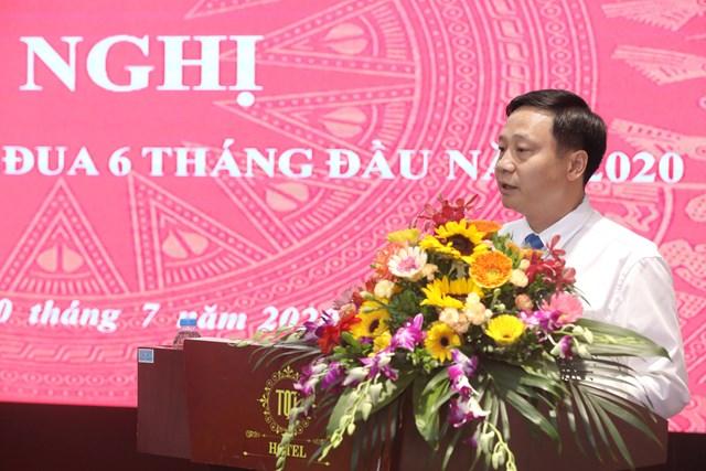 Phó Trưởng ban Thi đua - Khen thưởng Trung ương Phạm Đức Toàn phát biểu tại Hội nghị. Ảnh: Quang Vinh.