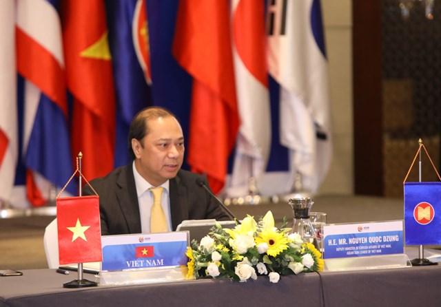 Thứ trưởng Nguyễn Quốc Dũng phát biểu tại cuộc họp.