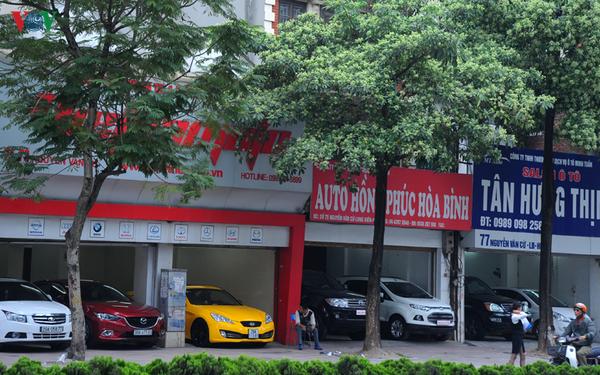 Nhiều cửa hàng xe cũ chịu tác động của dịch Covid-19, đặc biệt là những cửa hàng kinh doanh xe sang đã qua sử dụng.