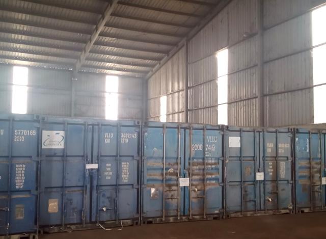 Toàn bộ số hàng tại tổng kho lậu của Trần Thành Phú được chất vào trong 34 contaniner.