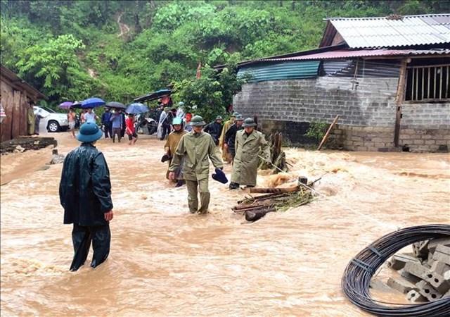 Trận mưa lớn kéo dài nhiều giờ, suốt từ đêm 20/7 đến ngày 21/7 đã gây ngập úng cục bộ một số địa phương của tỉnh Hà Giang.Ảnh: TTXVN.