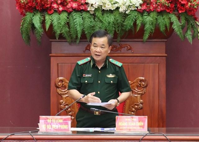 Trung tướng Hoàng Xuân Chiến phát biểu chỉ đạo tại buổi làm việc. Ảnh: Biên phòng.