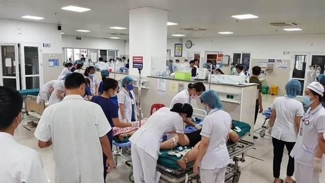 Các bác sĩ đang tích cực điều trị cho những người bị thương.