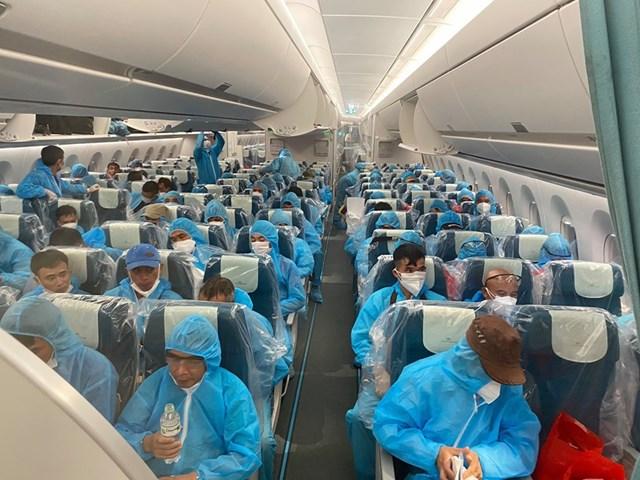Hành khách trên hành trình bay dài 12 tiếng từ Guinea Xích đạo về nước.