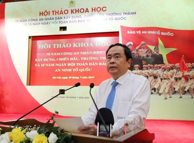 Chủ tịch Trần Thanh Mẫn phát biểu tại Hội thảo. Ảnh: Lâm Khánh.