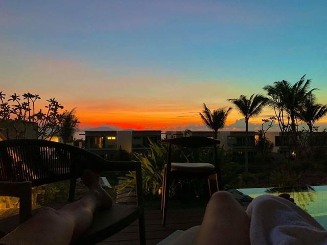 cùng chồng check in tại Đà Nẵng trong chuyến đi du lịch, nghỉ dưỡng.