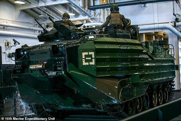 Khi vụ tai nạn xảy ra, trên chiếc xe thiết giáp AAV có 15 lính thủy quân lục chiến và thủy thủ điều khiển. Ảnh: Đơn vị viễn chinh thủy quân lục chiến Mỹ số 15.