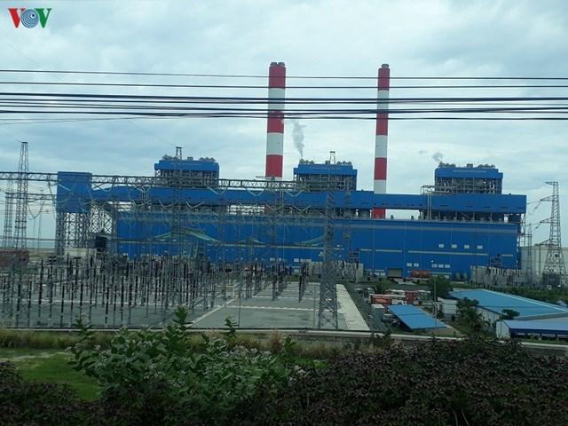Mộttrong 3 tổ máy tại Trung tâm Điện lực Vĩnh Tân.
