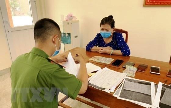 Đối tượng Lê Thị Minh Khánh tại cơ quan công an. (Ảnh: TTXVN phát).