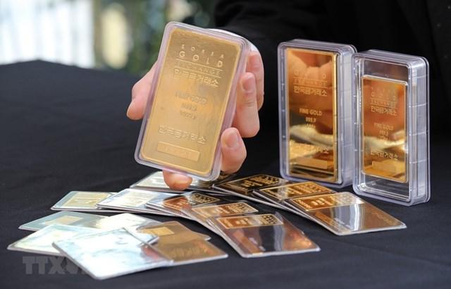 Vàng miếng được bán tại Sàn giao dịch vàng ở Seoul, Hàn Quốc. (Ảnh: Yonhap/TTXVN).