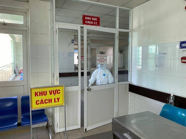 Bên ngoài khu cách ly điều trị bệnh nhân mắc Covid-19 tại Bệnh viện Đà Nẵng. Ảnh: Dân trí.