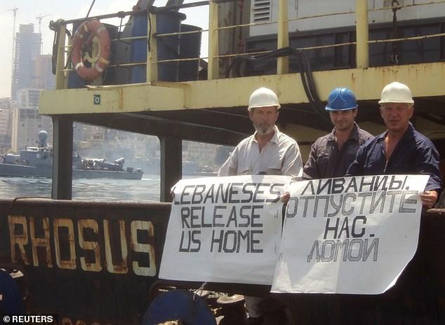 Ông Boris Prokoshev, thuyền trưởng tàu MV Rhosus, và các thủy thủ tàu đề nghị được giải phóng khỏi con tàu khi bị giữ lại ở cảng Beirut cuối năm 2013 đến giữa 2014. (Ảnh: Reuters).