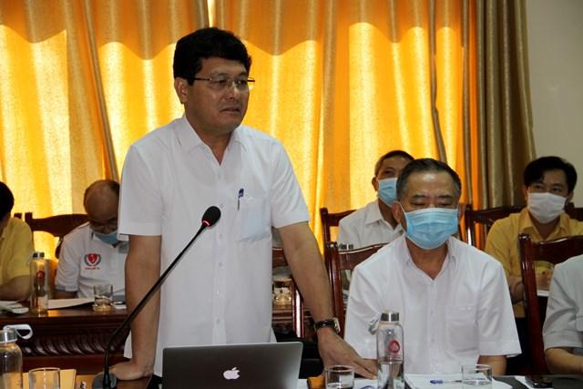 Ông Phạm Trọng Hoàng – CVP tỉnh ủy Nghệ An, đại diện Tổ soạn thảo văn kiện trả lời một số ý kiến góp ý, phản biện.