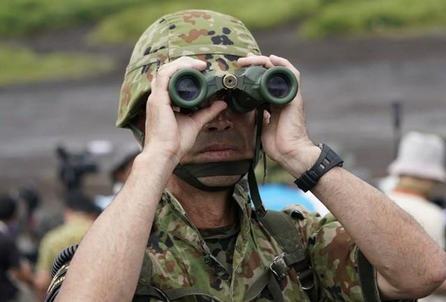 Một binh sĩ Nhật Bản tham gia một cuộc tập trận (Ảnh minh họa: Bloomberg).