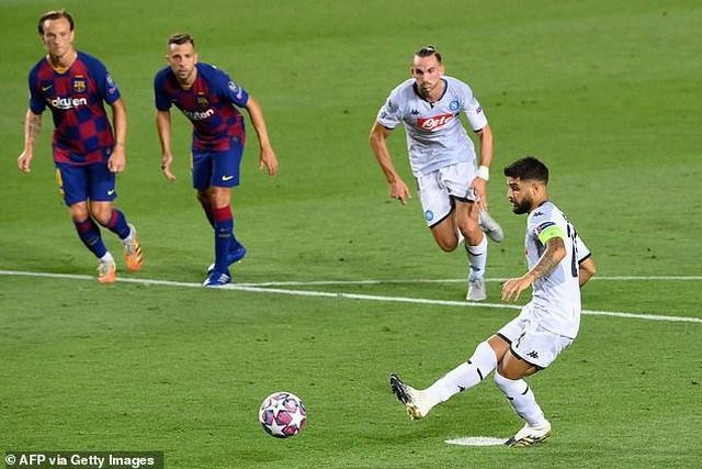 Messi rực sáng, Barcelona hạ Napoli, vào tứ kết Champions League - Ảnh 1