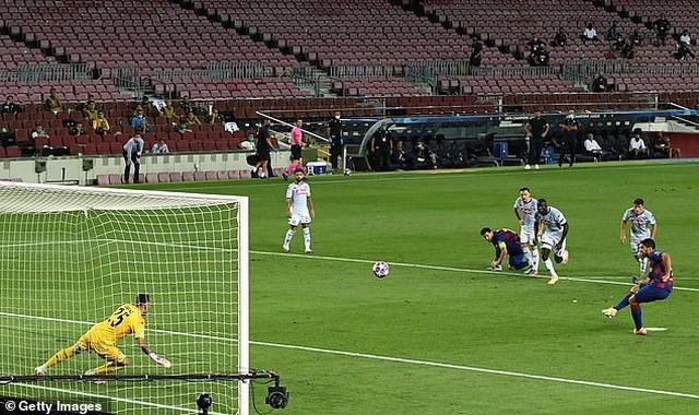 Lenglet đánh đầu mở tỷ số trận đấu cho Barcelona.